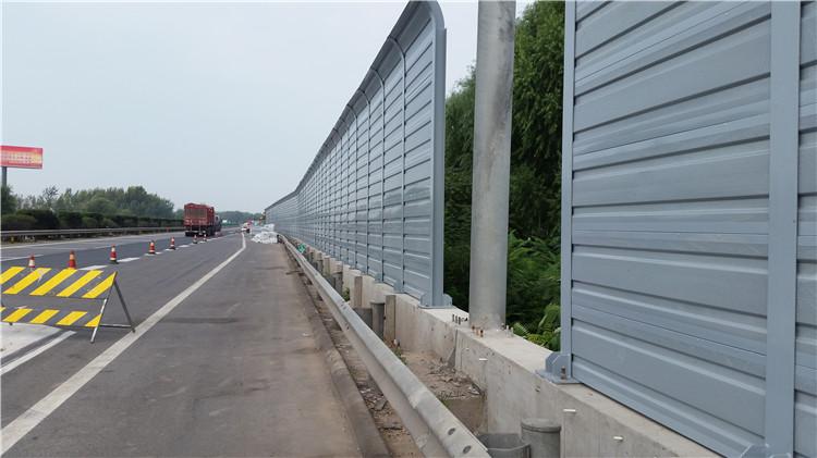 公路声屏障的安装和清洗